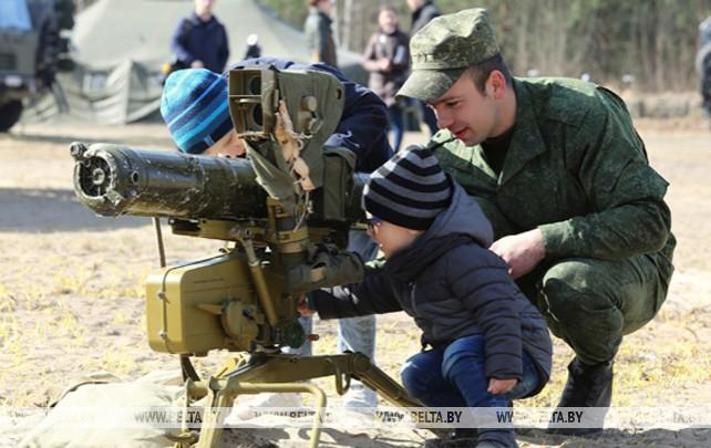 День открытых дверей для родственников военнослужащих прошел на полигоне Брестский