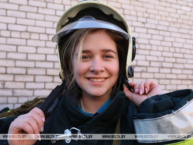Студенты Витебской области примеряли на себя образ спасателя-пожарного