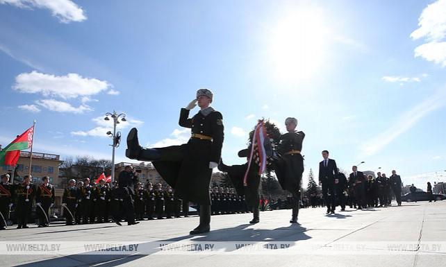 Федеральный канцлер Австрии возложил венок к монументу Победы в Минске