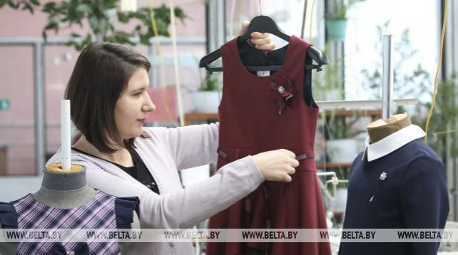 Жлобинская фабрика приступила к пошиву школьной формы для нового учебного года