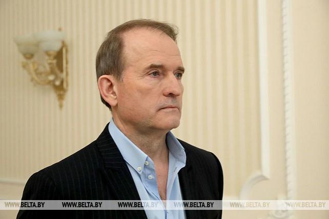 Лукашенко обсудил с Медведчуком развитие событий в Украине