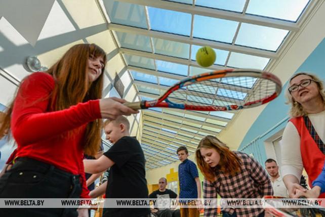 Белорусские теннисисты провели мастер-класс для детей-инвалидов