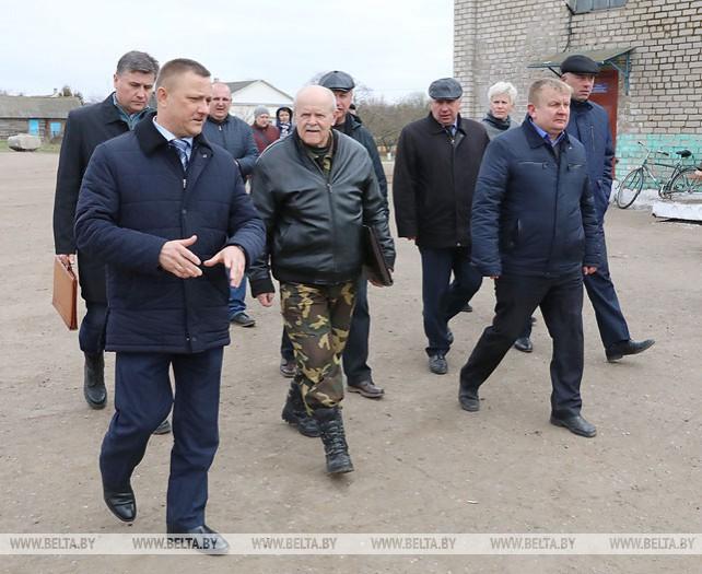 """Анфимов посетил сельхозпредприятие """"Мерецкие"""" Глубокского района"""