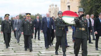 Лукашенко возложил венок к усыпальнице Ататюрка