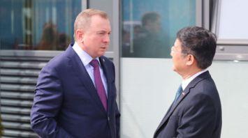 """Зарубежным дипломатам устроили экскурсию по индустриальному парку """"Великий камень"""""""
