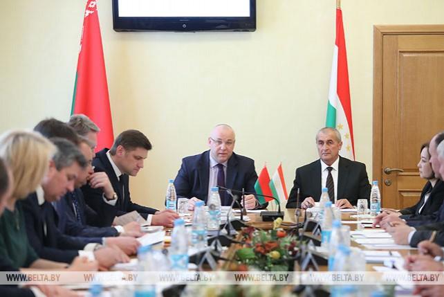 Беларусь и Таджикистан будут развивать сотрудничество в машиностроении и сельском хозяйстве