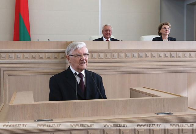 Президент поздравил бывшего председателя Совета Республики Анатолия Рубинова с 80-летием
