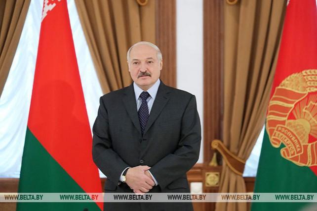 Лукашенко вручил госнаграды спортсменам и тренерам по тяжелой атлетике