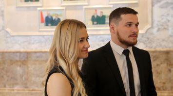 Для белорусских тяжелоатлетов провели экскурсию во Дворце Независимости