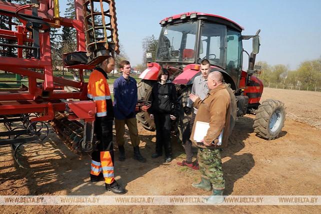 В Могилевском агролесотехническом колледже идут занятия по весенним полевым работам