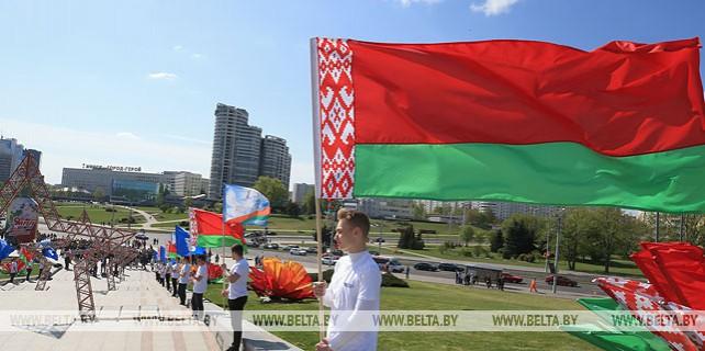 Около 10 тыс. человек принимают участие в торжественных мероприятиях 1 Мая в Минске