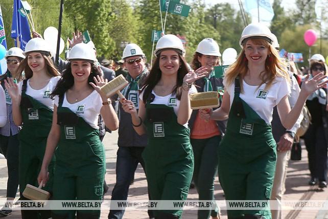 В Гродно 1 Мая отметили парадом профессий и открытием сезона фонтанов