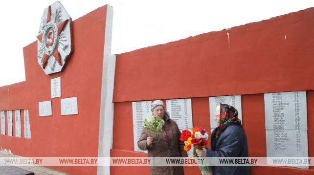 1156 воинов-освободителей погребены в двух братских могилах в деревне Новоселки Ветковского района
