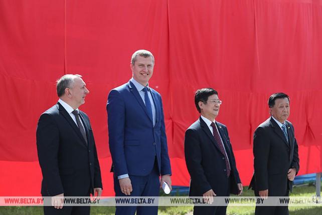 """Министр экономики принял участие в торжественном мероприятии, посвященном Дню индустриального парка """"Великий камень"""""""