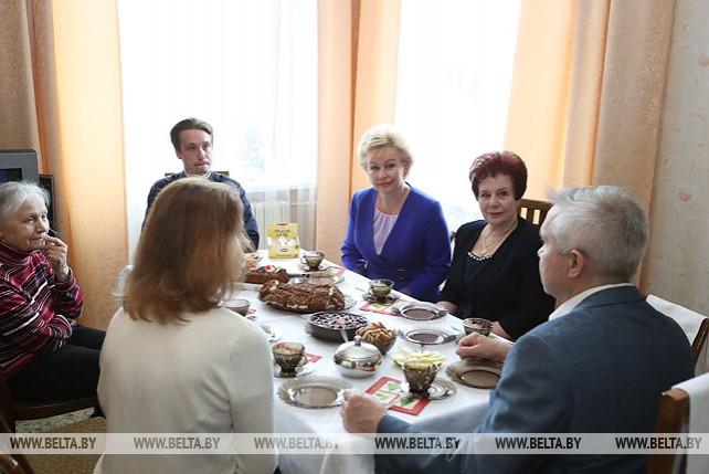 Министр труда и соцзащиты посетила многодетную семью Ковалевых