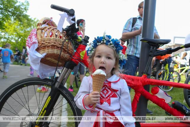 """Участие в велокарнавале """"Viva Ровар"""" приняли более 22 тыс. человек"""