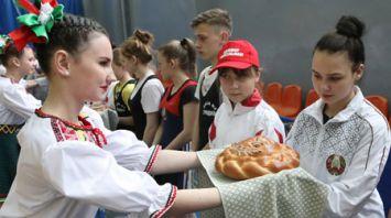 Олимпийские дни молодежи по тяжелой атлетике проходят в Гомеле