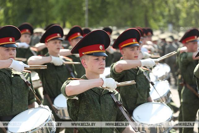 Около 4 тыс. военнослужащих в составе пеших парадных расчетов примут участие в параде 3 июля