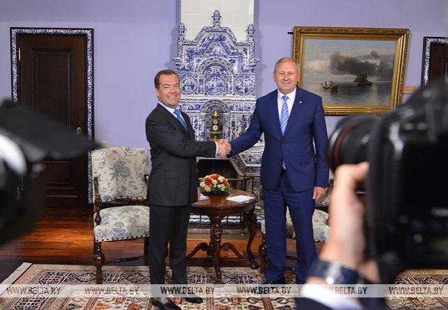 Румас и Медведев провели переговоры в Москве