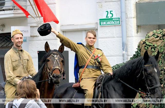 Молодежь Минска реконструировала партизанский парад 1944 года