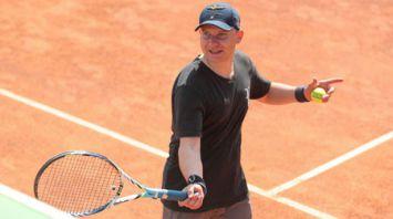 Представители посольства Украины в Беларуси победили в дипломатическом турнире по теннису