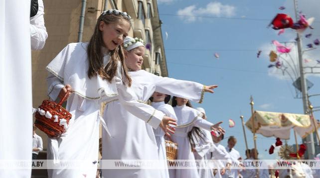 Католическая процессия Божьего Тела прошла по улицам Минска