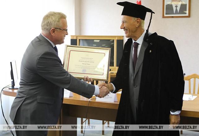 Френсису Гарри присвоено звание почетного профессора Академии управления при Президенте Беларуси