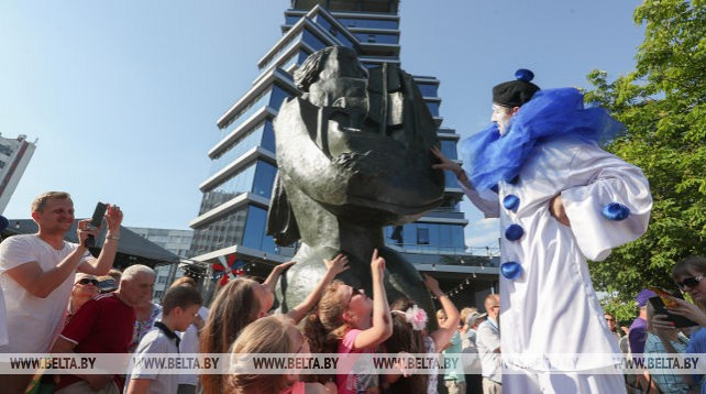 Статуя известного скульптора Осипа Цадкина появилась в Минске