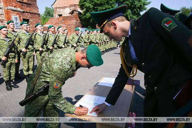 В Брестской крепости около 100 новобранцев органов погранслужбы приняли присягу