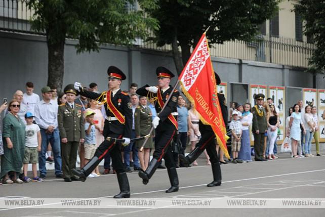 Минским суворовцам вручили выпускные погоны
