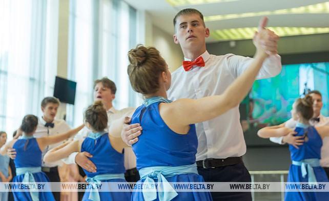 Выпускниками школ и гимназий Гомеля стали около 2,7 тыс. учащихся