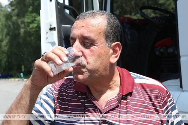 """Акцию """"Спасем водителей от жары"""" провели ГАИ и Красный Крест в Гомельском районе"""