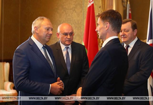 Румас встретился с министром иностранных дел Великобритании