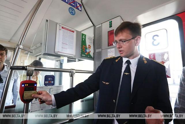 БЖД внедрила систему оплаты проезда бесконтактной банковской картой в поездах городских линий