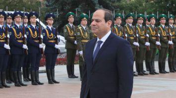 Президент Египта возложил венок к монументу Победы в Минске