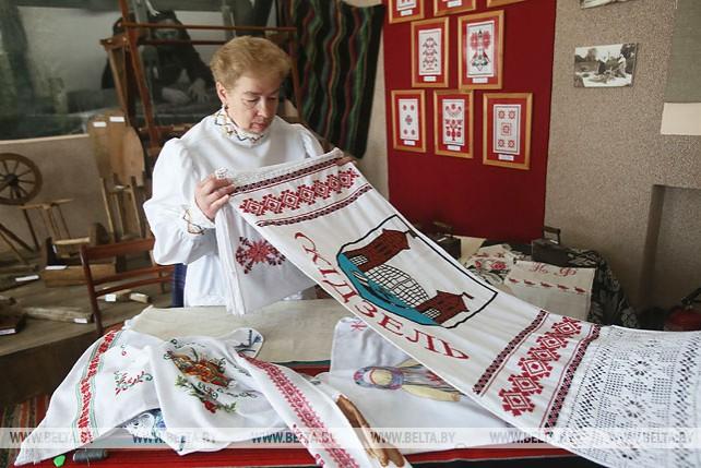"""Мастера из Гродненского района создали 20-метровый """"Рушнік малой радзімы"""""""