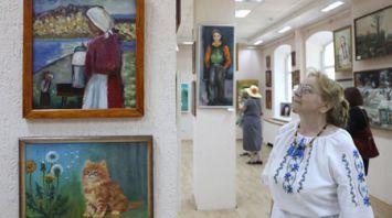 """Областная выставка художников-любителей """"Моя семья"""" открылась в Витебске"""