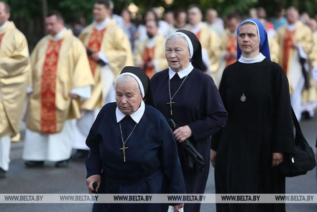Крестный ход в честь праздника Божьего Тела прошел по улицам Гродно