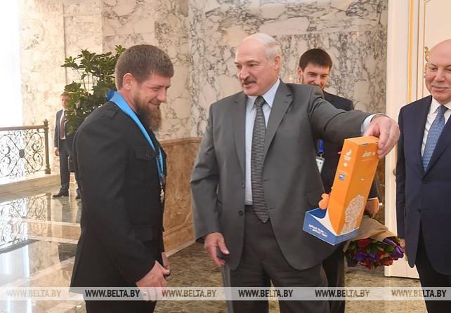 Лукашенко вручил Кадырову орден Дружбы народов