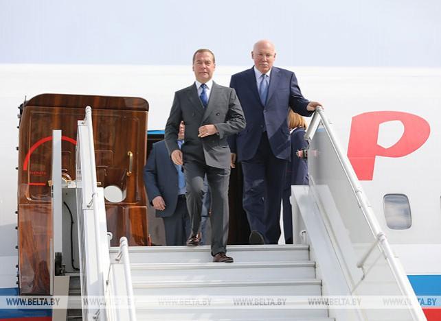 Медведев прибыл в Беларусь
