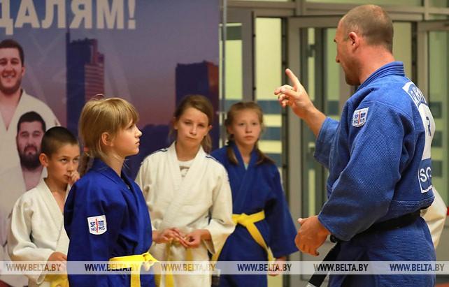 Именитые дзюдоисты проводят мастер-классы для детей на II Европейских играх