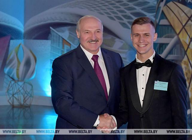 Лукашенко пожелал выпускникам воплощать мечты в жизнь и работать на результат