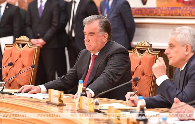 Лукашенко провел переговоры с Рахмоном в расширенном формате
