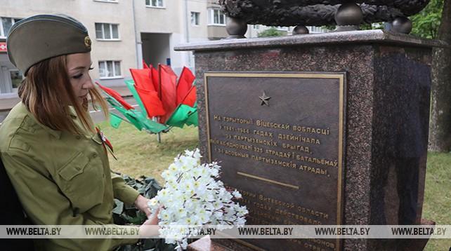 Памятный знак в честь 75-летия партизанского парада открыли в Витебске