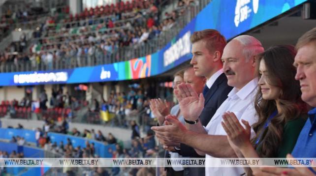"""Лукашенко пришел на """"Динамо"""" поболеть за белорусских легкоатлетов в финале командного турнира II Европейских игр"""