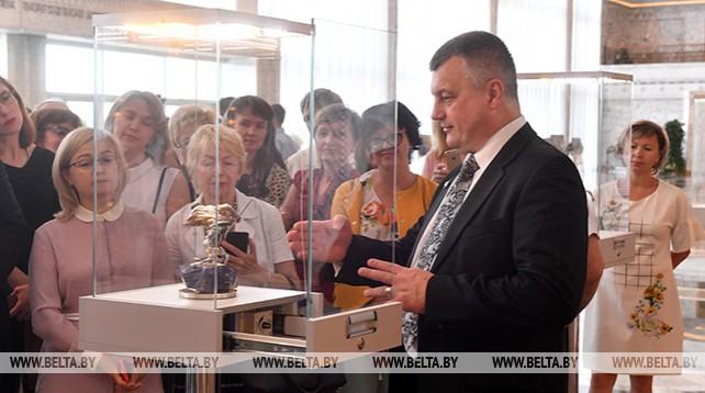 Преподаватели БГЭУ побывали с экскурсией во Дворце Независимости