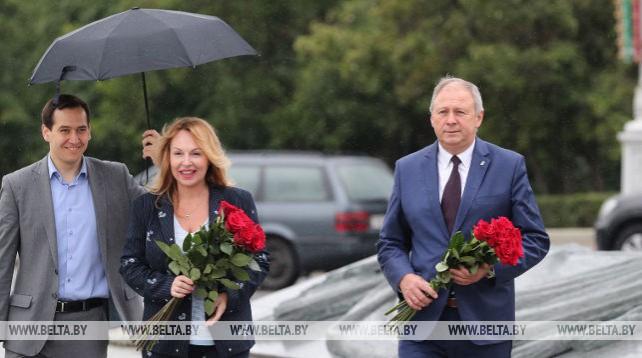 Румас возложил цветы к обелиску на площади Победы в Минске