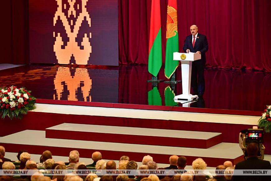 Лукашенко: будущее Беларуси - в сплоченности народа и национальном единстве