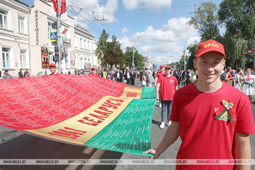 Масштабное шествие прошло в Гомеле в День Независимости