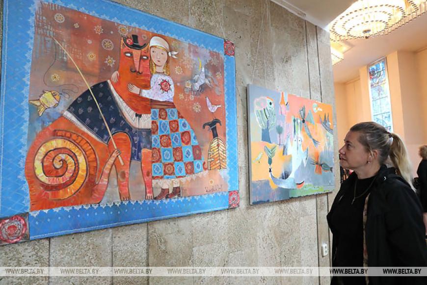 """Выставку """"Гукі беларускага жывапісу"""" открыли в концертном зале """"Витебск"""""""
